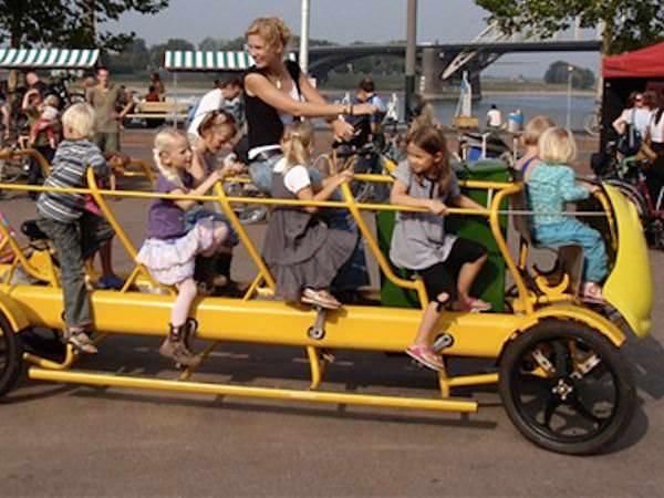 Bicicletă sau autobuz școlar?
