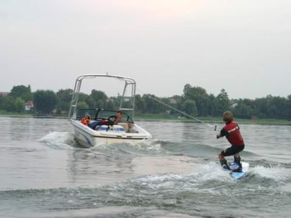 Sporturi extreme de apă pentru copii