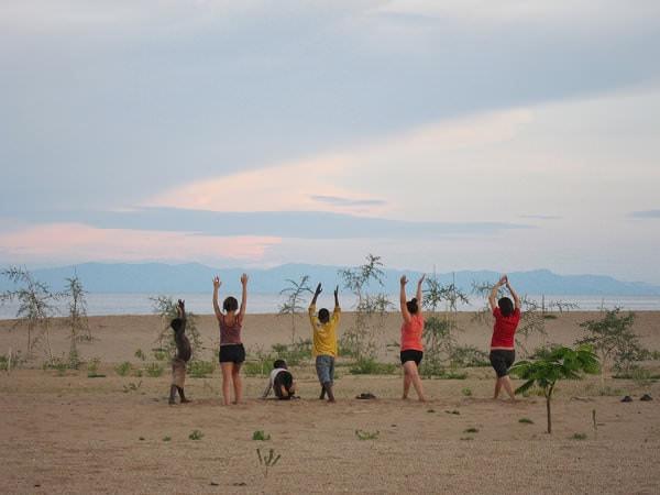 Cine vrea să se facă instructor de yoga pentru copii?