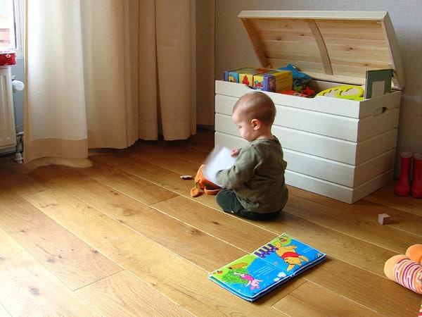 Metode de a te distra prin casă cu cei mici