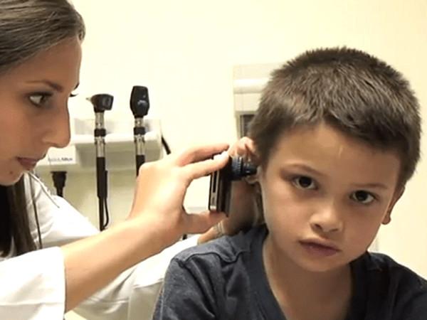 iPhone-ul devine un dispozitiv medical care detectează infecțiile urechii
