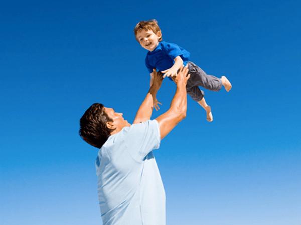 De ce e jocul dintre parinte si copil atat de important? Hai la cursul de Joc si Emotii sa afli!