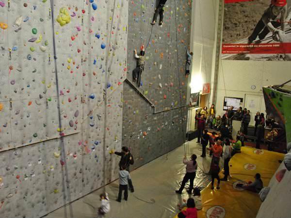 """""""Mai sus tot mai sus"""" – Cursuri de cățărat pentru copii"""