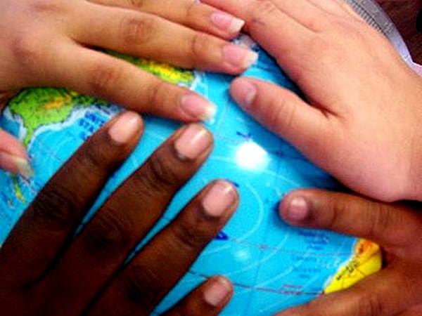 Cum îți înveți copilul despre alte culturi?