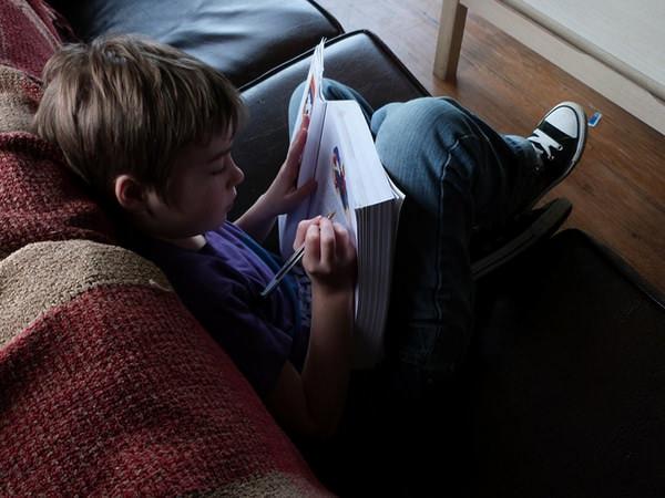 4 modalități de a-ți ajuta copilul atunci când alegeți homeschooling