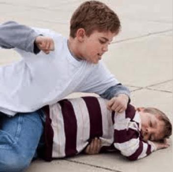 Copilul meu mușcă, lovește, împinge și vorbește urât. Cum să îl ajut?