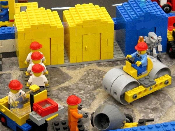 Reduceri mari la jucării mici: LEGO