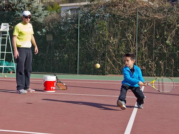 Susținere pentru copilul tău tenisman