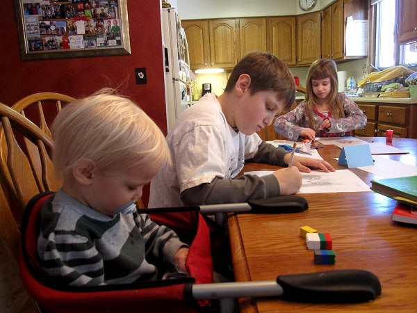 De ce homeschooling este o alternativă bună la școala cea de toate zilele