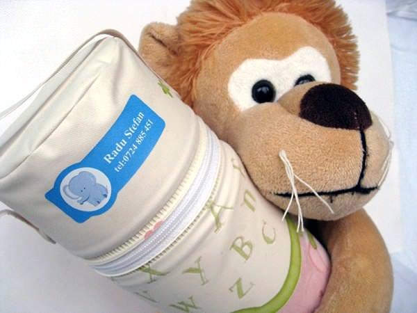 Etichete cu lipici… și la obiecte și la copii