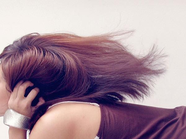 Ne îngrijim pielea, dar cu părul ce facem? Tratamente intensive utile