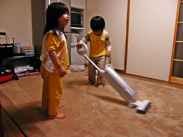 Tips & tricks ca cei mici să vă ajute la curățenie