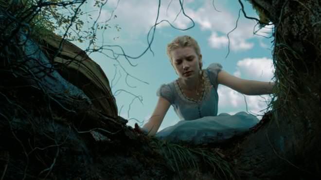 Alice în Ţara lui Trebuie