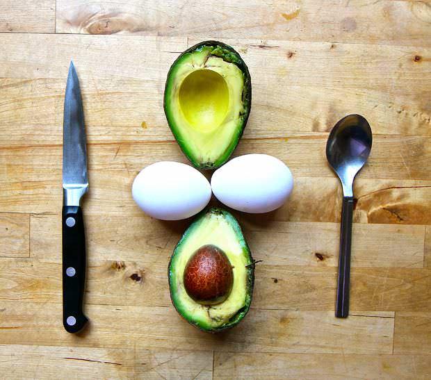 Ouă colorate? Nu, în avocado!