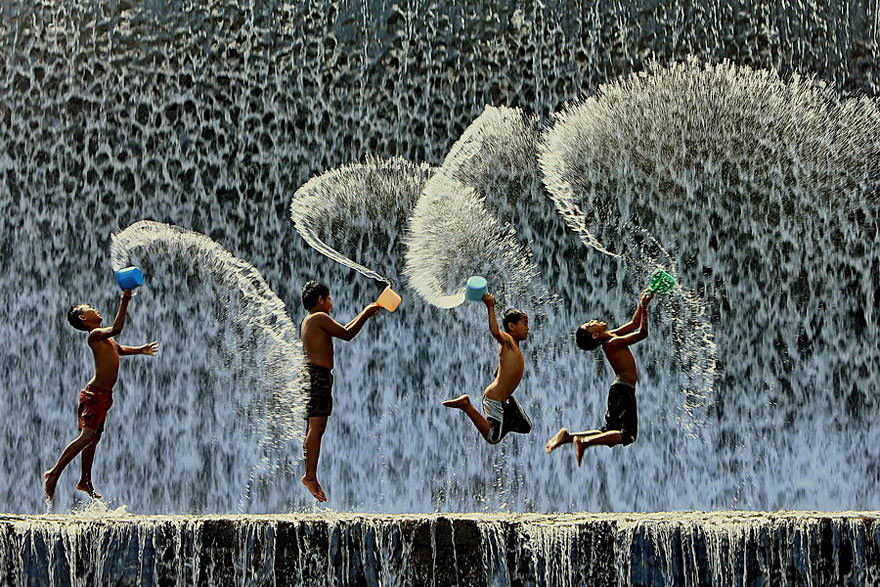 Imagini cu joaca celor mici de peste tot din lume