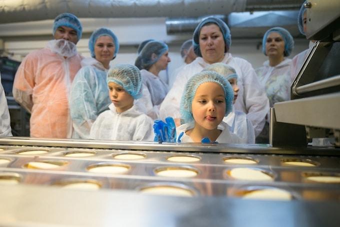 Cum se face: copiii descoperă cașcavalul Hochland direct de la fabrica Sovata
