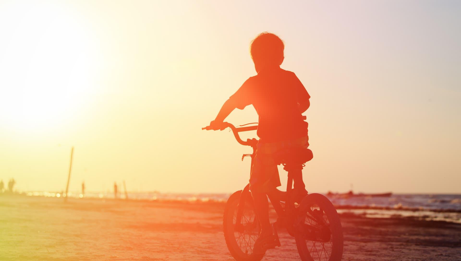 Cat de sigura este casca pe care copilul tau o poarta cand se plimba cu bicicleta? Dar a ta? Studiul care te va pune pe ganduri