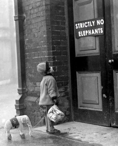 Interziceti copiii la bloc!