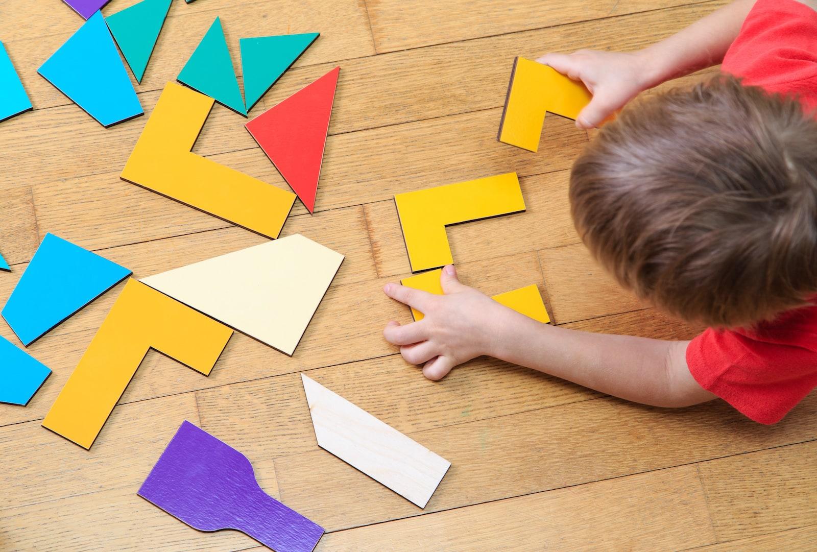A fost descoperit de ce baietii se pricep mai bine la matematica. Puzzle-uri – rol esential