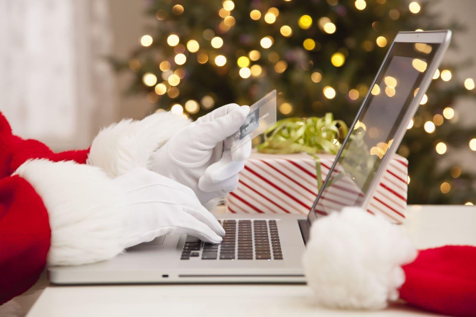 """Black """"Friday"""" sau ziua când Moș Crăciun își face cumpărăturile"""