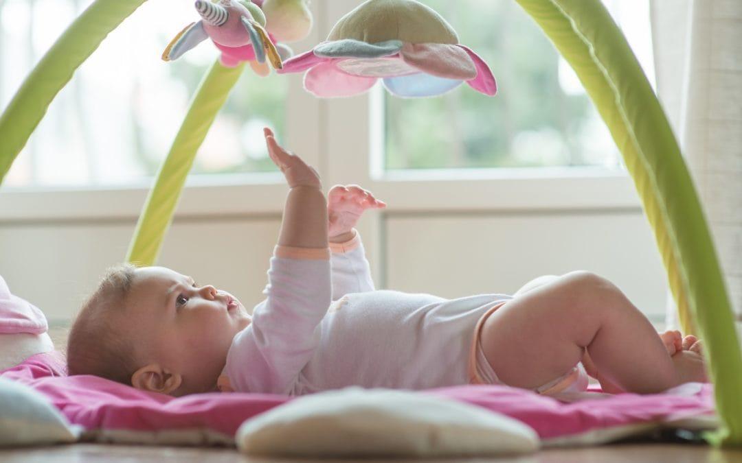 Ce jucarii pentru bebelusi nu trebuie sa achizitionezi pentru a fi sigur ca nu pui in pericol viata celui mic
