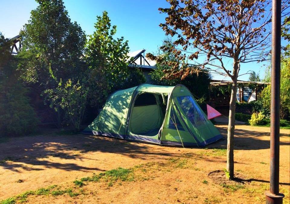 Familia în vacanță cu cortul
