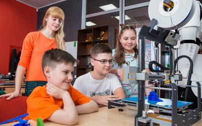 7-14 ani și fascinați de tehnologie? Școala de vară Junior IT Fun Factory ar putea fi o revelație pentru viitorul copilului tău