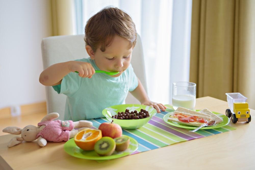 Idei de mic dejun sanatos pentru cei mici
