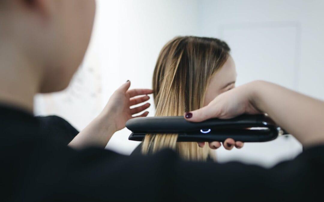 Sfaturi de care să ții cont când alegi o placă pentru îndreptat părul