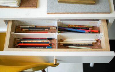 Metode prin care îl poți învăța pe copilul tău să aibă un birou perfect organizat